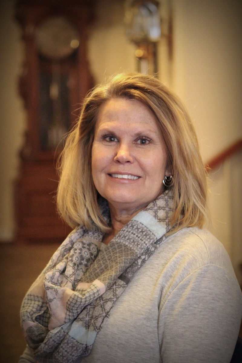 Shari Marcotte, Office Manager